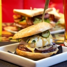 Hamburger a Milano: 10 indirizzi in cui mordere il panino made in USA senza rimanere delusi   2night Eventi Milano