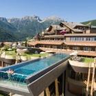 10 piscine di hotel molto belle, per un tuffo o un aperitivo a bordo vasca | 2night Eventi