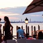 Prosecco, tramonto e cicchetti: dove fare un cocktail panoramico al Lido | 2night Eventi Venezia