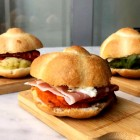 Hamburger, rosette, ciabatte ripiene e molto altro: i 5 panini gourmet di Roma da mordere almeno una volta nella vita | 2night Eventi Roma