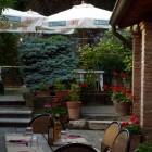 Hamburger & fiorentine al fresco nel giardino di Bier Stube | 2night Eventi Brescia