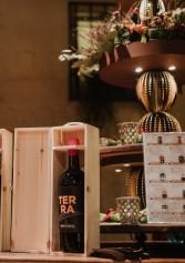 Il vino lo porto io! 5 idee regalo per chi ti invita a cena nel periodo di Natale | 2night Eventi