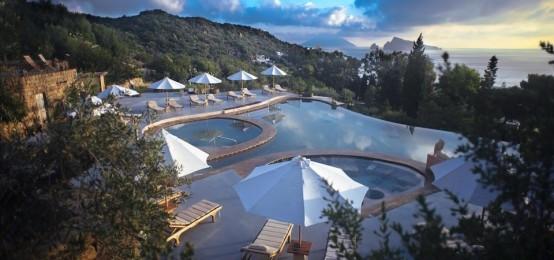 Le piscine geotermiche del Raya a Panarea