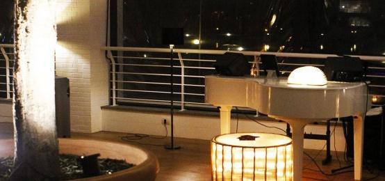La serata Piano Bar con Liano Viko al The Roof by Qvinto