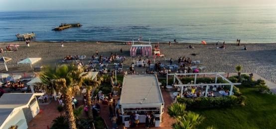 Sunset aperitif al Bahia Beach di Ostia