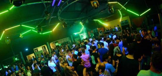 Notte techno al Queen's Club