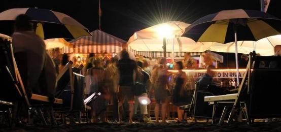 Astihour aperitivo time al vittoria beach bar 2night - Bagni vittoria ostia ...