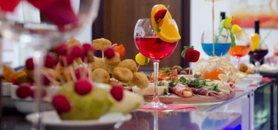 Inaugurazione Apericena della Domenica al Movida Lounge Bar