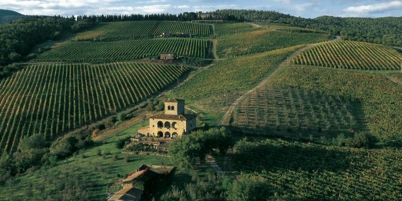 Ho scoperto i locali selezionati dal Chianti Classico, ecco dove bere uno dei migliori vini al mondo in Toscana