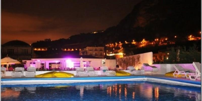 5 locali di Napoli dove sorseggiare un cocktail a bordo piscina