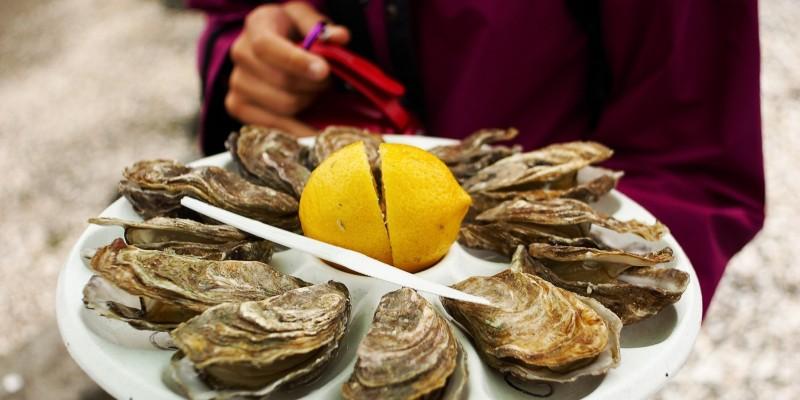 Umida e appetitosa. Tu come la mangi un'ostrica?