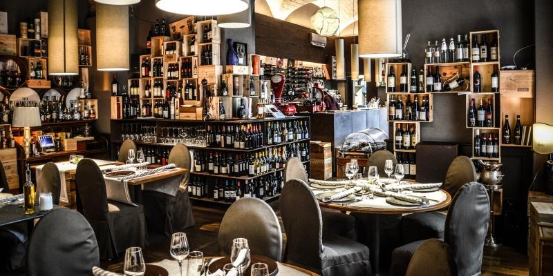 Le 10 migliori enoteche con cucina di Roma dove mangiare e degustare i vini più pregiati al mondo