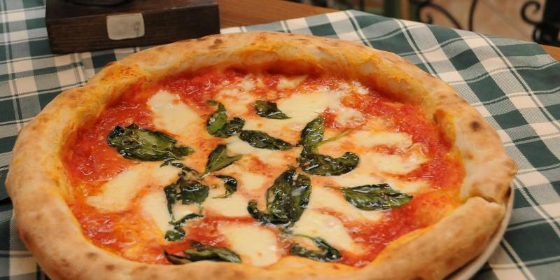 Morbida e col cornicione: dove trovare una buona pizza napoletana anche a Milano