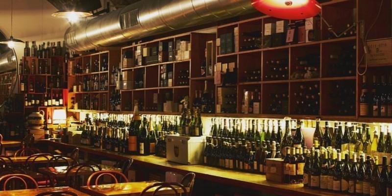 Voglia di vino: 5 enoteche dove brindare in Lombardia