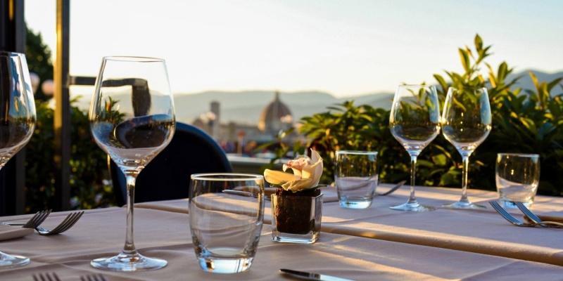 I tavoli all'aperto di Firenze dove prenotare una romantica cena d'estate