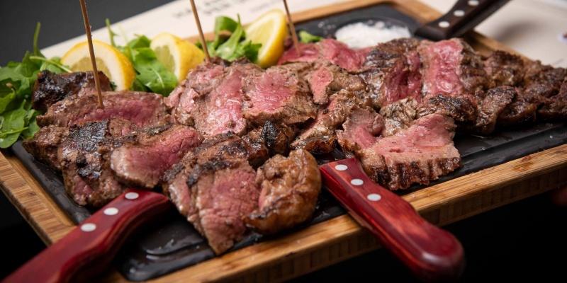 Solo per carnivori convinti: 5+1 ristoranti romani dove la carne è protagonista assoluta