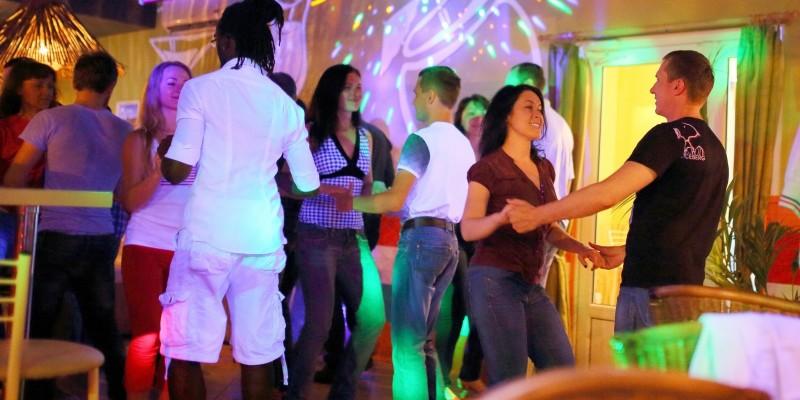 Salsa e bachata: 5 locali dove ballare latino americano a Milano