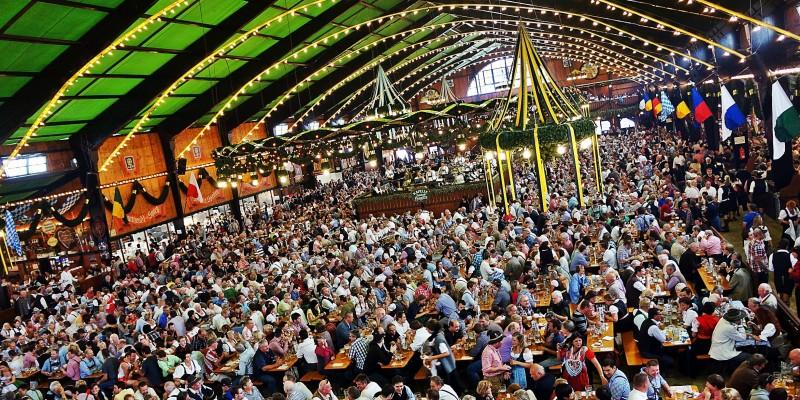 Le 10 cose da (e non) fare all'Oktoberfest di Monaco: uno degli eventi più amati dagli italiani