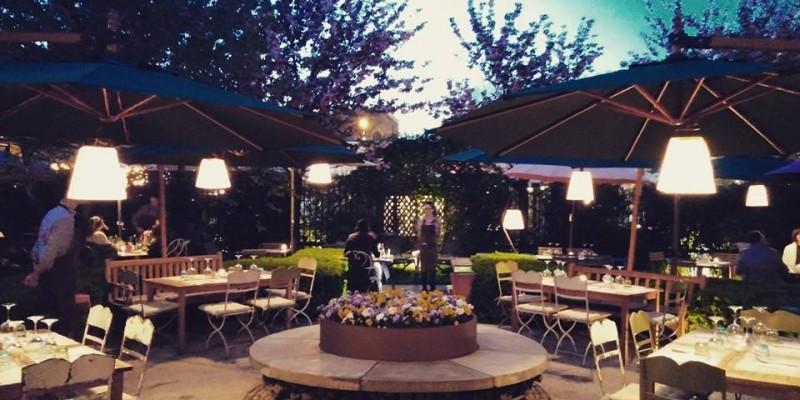 Giardini e dehors: dove mangiare circondati dal verde a Milano