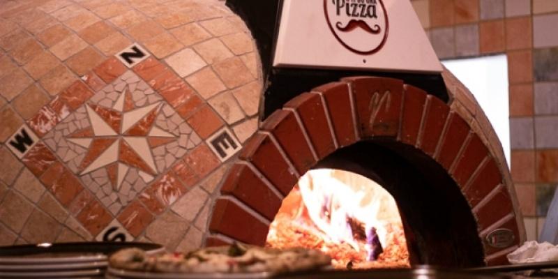 La mia cena da Ti do' una pizza, la pizzeria in Borgo Santa Croce che propone pizze classiche, gourmet, senza glutine e vegane.