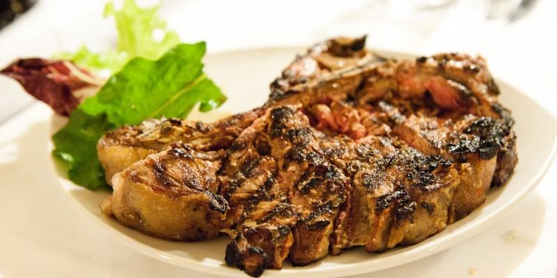 Bistecca alla fiorentina e specialità alla brace, ecco i ristoranti di carne alla griglia a Firenze