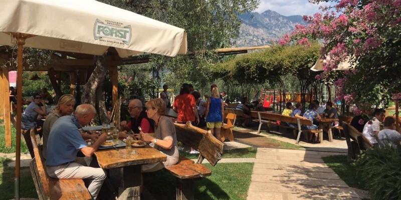 Mangiare sul Lago di Garda all'aperto