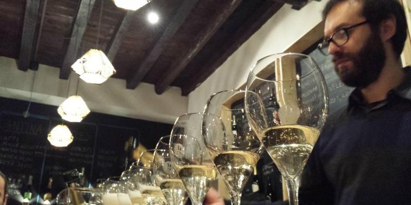 È sempre il momento giusto per un brindisi. I wine bar di Milano per un ottimo calice di bollicine