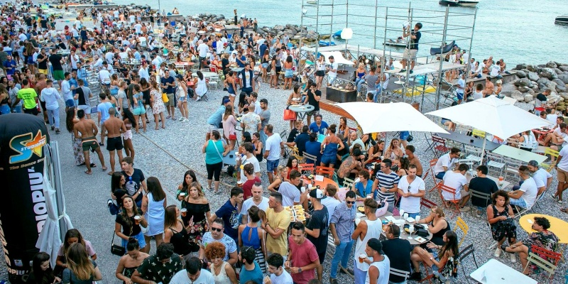 Aperitivo sul lago di Garda: i 5 locali top sulla riva bresciana