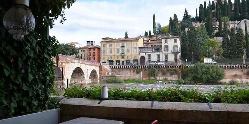 8 ristoranti tra Verona e il Lago di Garda per mangiare guardando un panorama da favola