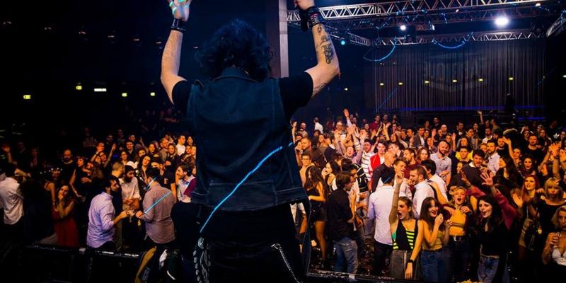 Dal pub sotto casa al club alternativo, ecco 15 locali con musica dal vivo a Milano
