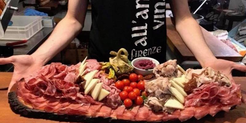 L'aperitivo come una volta a Firenze: dal vinaio schiacciate e un bicchiere di vino per fare serata