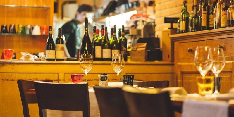 7 enoteche in cui bere buon vino e fermarsi a cena in Veneto