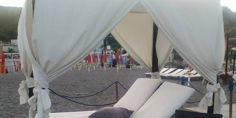 Cenare in spiaggia a Napoli, ecco dove