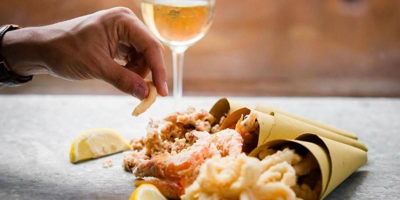 Al cartoccio e non: gli indirizzi di Roma da segnare per patatine, pesce e fritti misti