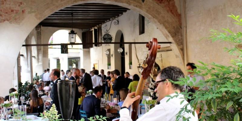Tour dei borghi trevigiani: 5 incantevoli dehors dove mangiare d'estate