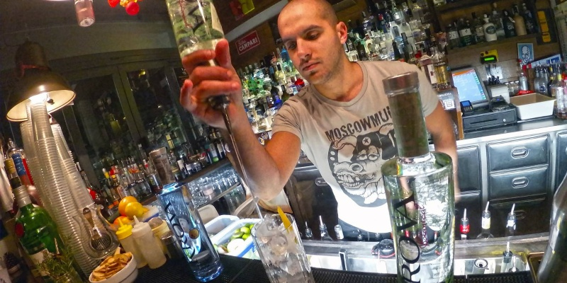 Meglio povero che astemio: i locali dove bere (bene) a Milano se sei sempre in bolletta