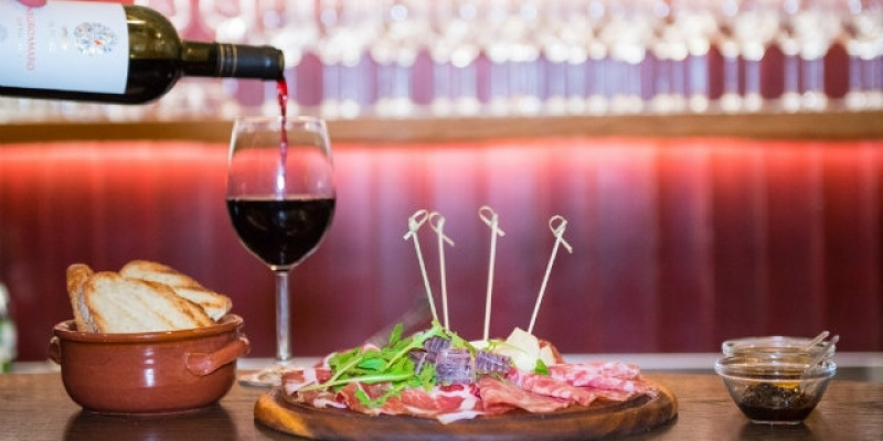 Voglia di un aperiti-vino? I 9 posti in Salento in cui l'happy hour si beve dal calice!