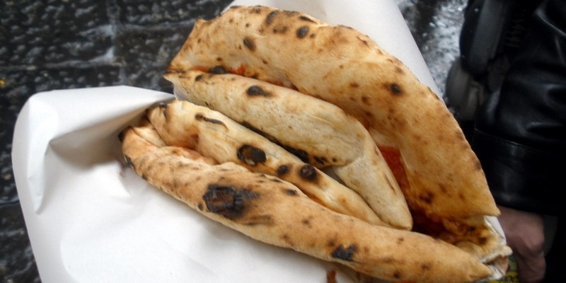 Le 8 migliori pizze a libretto di Napoli