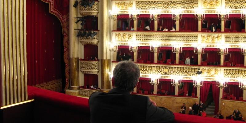 3 ristoranti per 3 teatri di Napoli per far riuscire la serata
