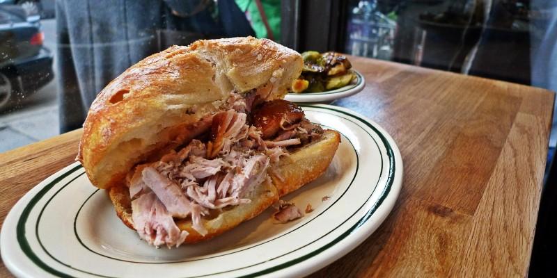 I 5 panini con la porchetta che devi assolutamente mangiare a Roma