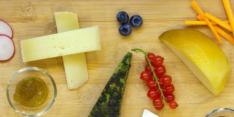 Aperitivo con vino e formaggio, quattro idee a Napoli