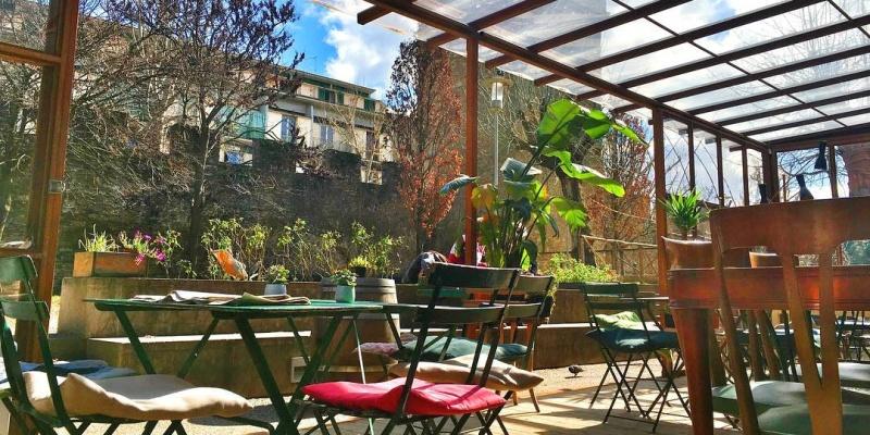 10 locali sui lungarni di Firenze per un pranzo, un aperitivo o una cena a due passi dall'Arno