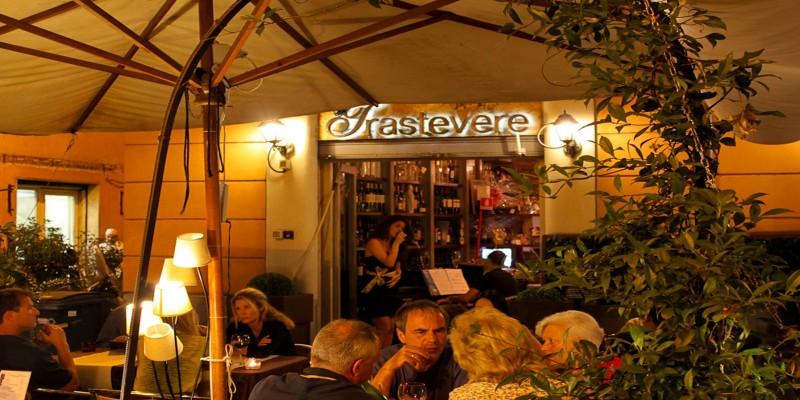 Dal bar al ristorante: i 10 locali da non perdere a Trastevere