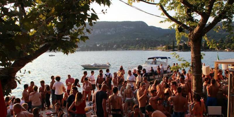 I locali più gettonati per le serate estive sul Lago di Garda