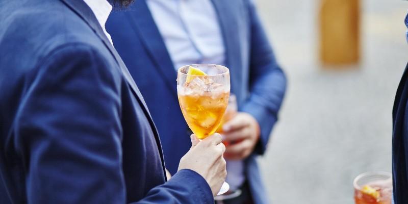 Se è veneto e beve l'hugo è un indeciso: dimmi che aperitivo prende e ti dirò chi è.