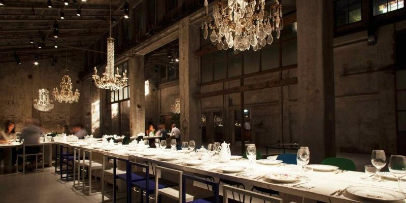 Social Table: 7 posti dove mangiare al tavolone condiviso e quanto piace
