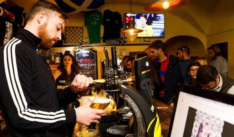 highlander pub roma centro storico scottish pub scozzese scozia birra alla spina giovani movida studenti americani inglesi migliori scottish pub di roma