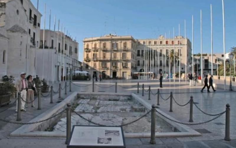 piazza ferrarese bari https://it.wikipedia.org/wiki/file:bari_-_piazza_del_ferrarese.jpg