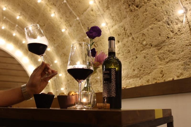 inalto vineria calice vino taralli