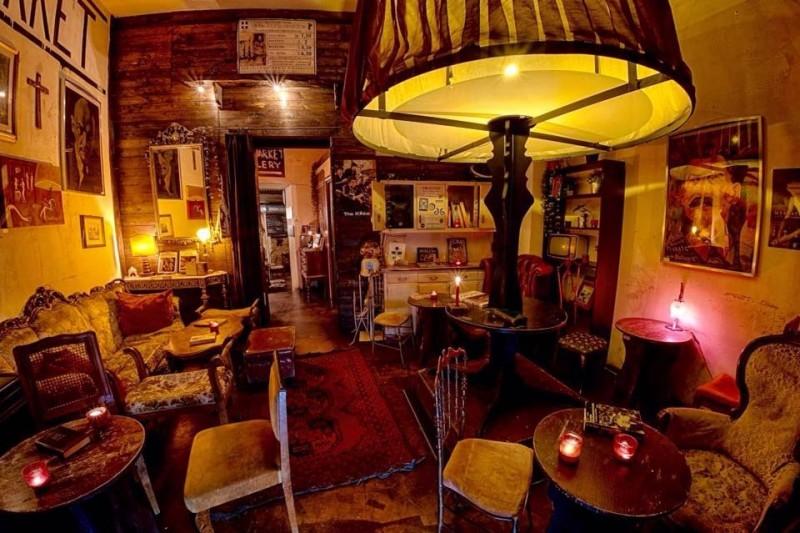 blackmarket monti roma rione wine bar anni 50 beat generation hipster aperitivo buffet vino birra giovani mini guida ai migliori aperitivi di roma quartiere per quartiere
